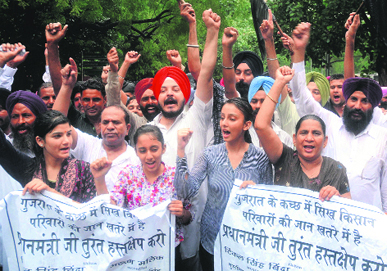 Modi Not Welcome - Sikh farmers of Gujarat protest, via MaliceThoughts