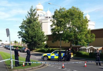 armed-police-protest-feds-outside-gurdwara