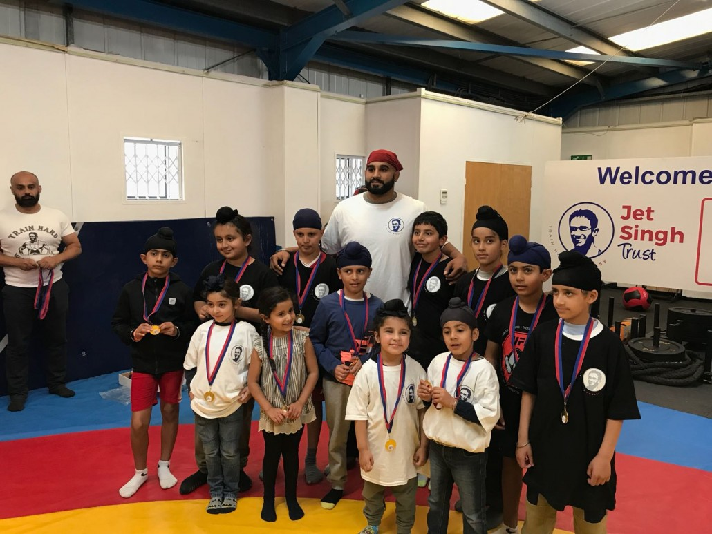 JetSingh Gym - Arjan with children